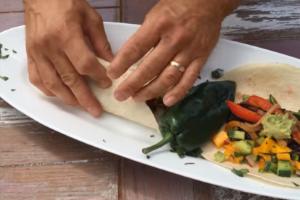 Pablano & Portobello Fajitas with Mango Pico de Gallo & Fresh Avocado Spread