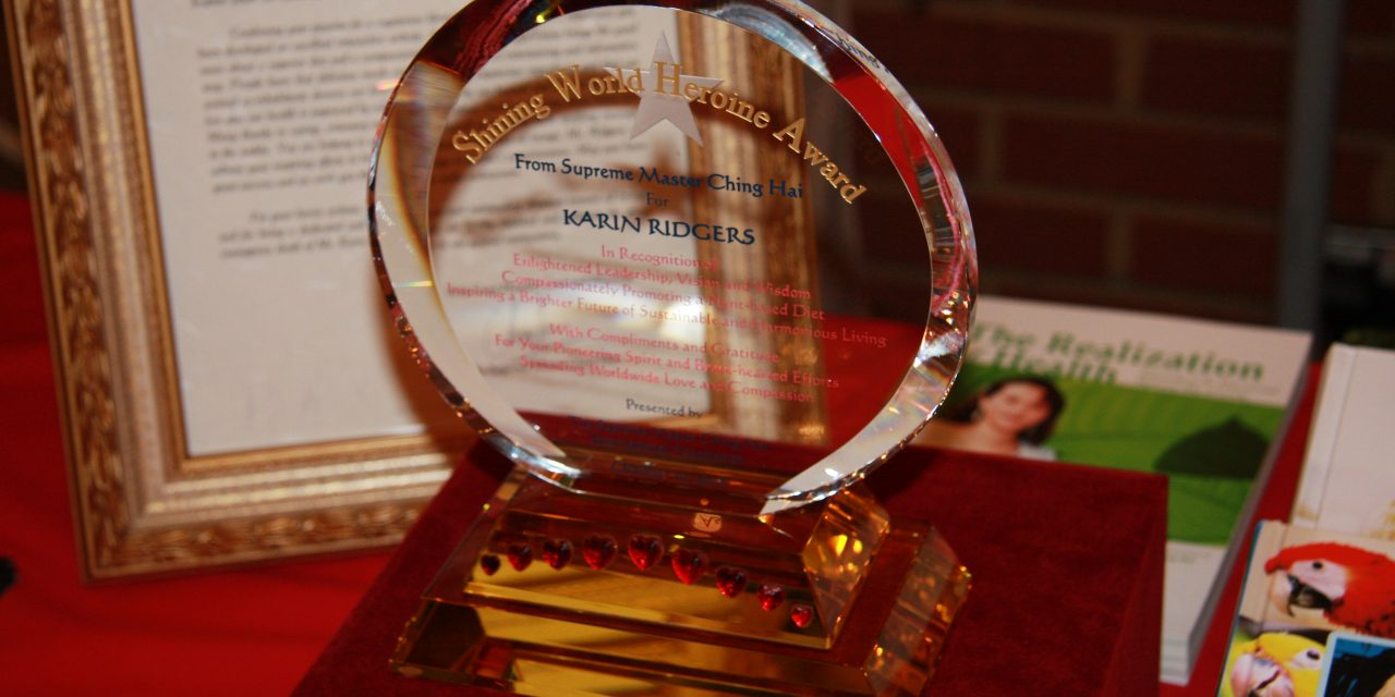 SMTV Feature on Karin and Presenting her with the Shining Heroine World Award for help Work in Veganism.