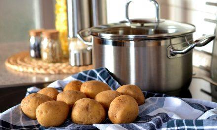 Super Fluffy Garlic Mashed Potatoes