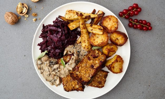 Tofoo Christmas Roast With Roast Potatoes, Parsnips And Sherry Braised Red Cabbage Served With Wild Mushroom Gravy