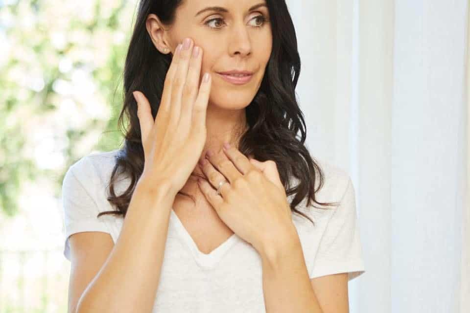 8 Minute Natural Face Life Massage With Facial Yoga Expert Danielle Collins